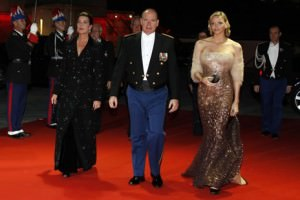 la serata di gala per la festa della patrona, Caroline, Alberto e Charlène
