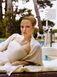 nell'estate scorsa Charlène ha posato per la rivista britannica Tatler, il servizio è uscito a dicembre ma molti hanno criticato le foto in cui lei è vestita e truccata come Grace
