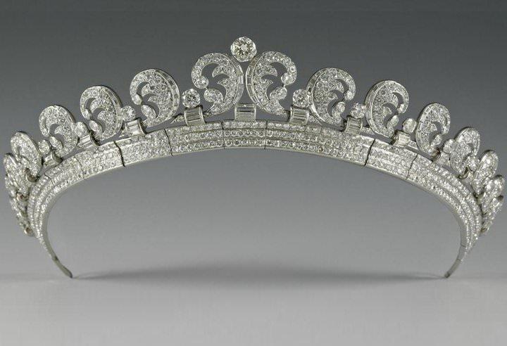 In mostra a buckingham palace l 39 abito da sposa for Tiara di diamanti