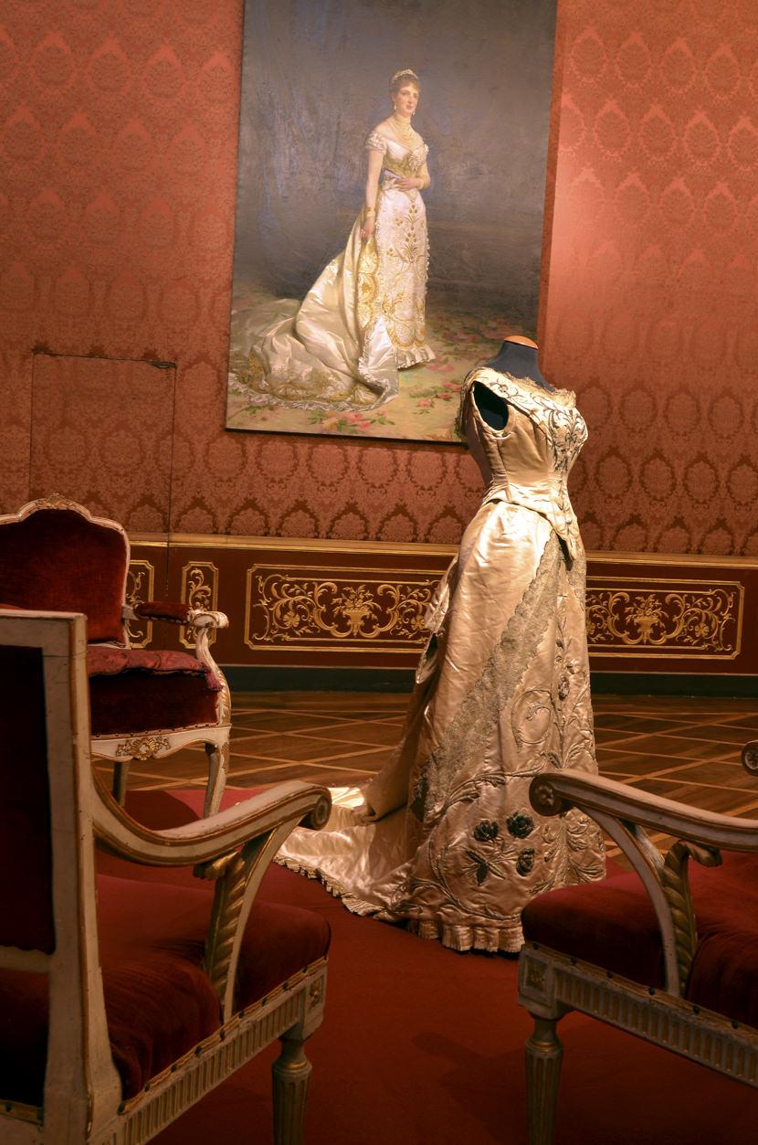 La regina margherita torna nella sua reggia di monza for Cianografie del letto della principessa