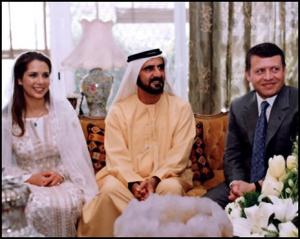 Le nozze ad Amman, accanto agli sposi re Abdallah di Giordania, fratellastro di Haya