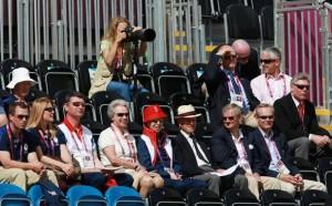 Per il dresaage ci sono tutti, anche la principessa Benedikte di Danimarca - che ha la figlia in gara - e poi Peter Phillips con la moglie e il secondo marito di Anna