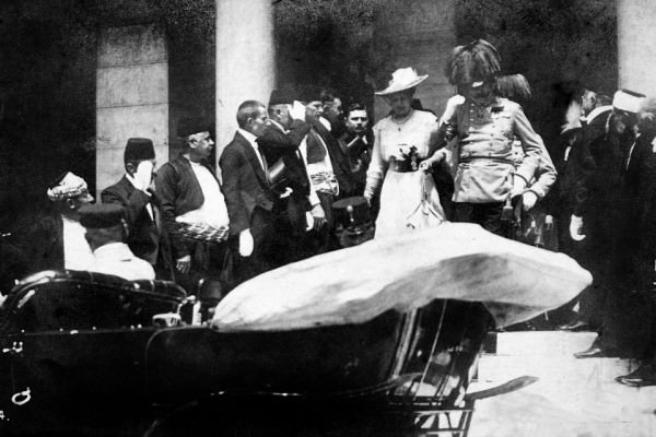 28 giugno 1914, Francesco Ferdinando e la moglie Sophia vengono uccisi a Sarajevo