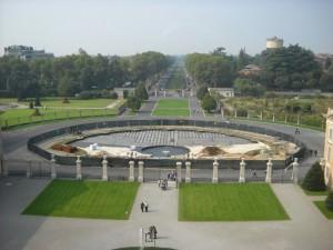 17 Vista dal Belvedere sul viale d'accesso alla villa (lavori in corso nell'avancorte)