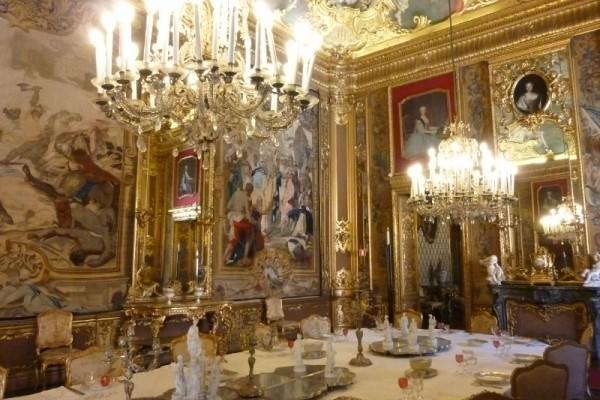 A tavola con i savoia le porcellane e gli argenti dei re d italia - La tavola degli ufficiali ...
