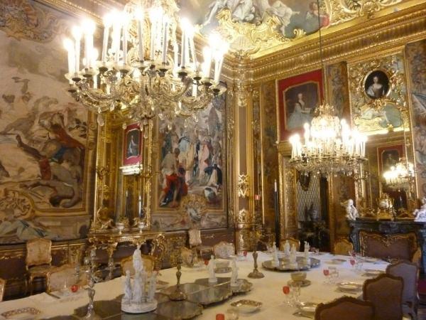 A tavola con i savoia le porcellane i bicchieri e gli argenti - A tavola con amici ...