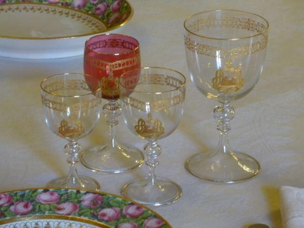 A tavola con i savoia le porcellane i bicchieri e gli argenti - La tavola degli ufficiali ...