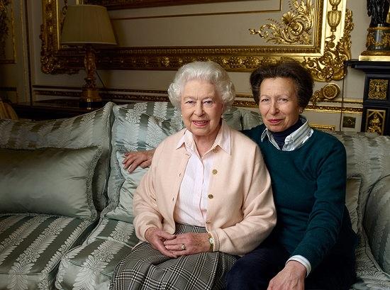 Elisabetta-90-anni-Anna