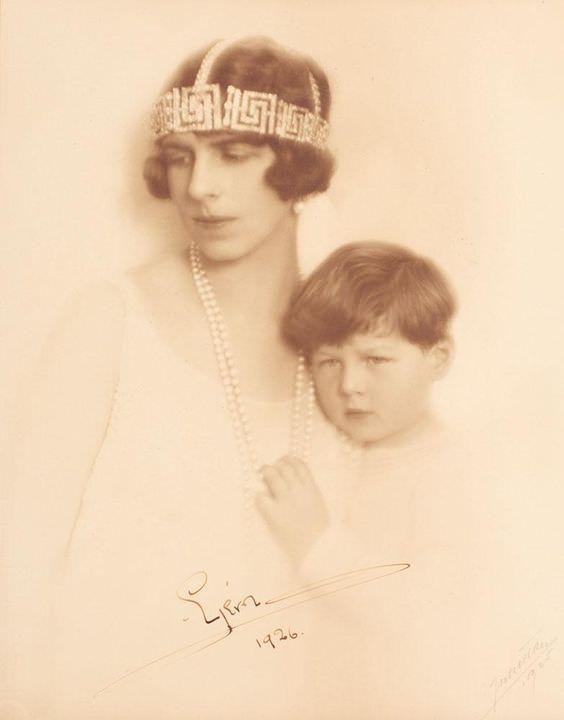 Morto re Michele, qui con la madre Elena
