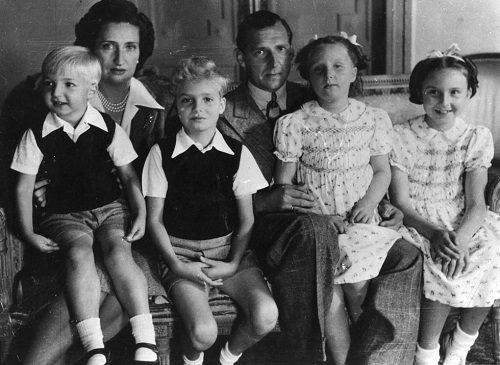 Re di Spagna, Juan Carlos con i genitori e i fratelli