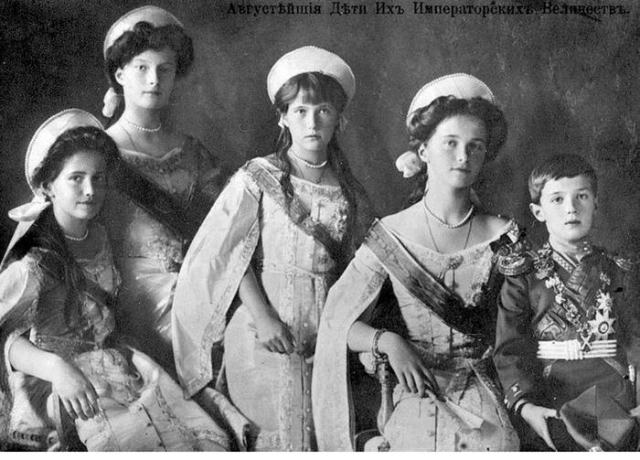 Olga, Tatiana, Maria, Anastasia e Alessio