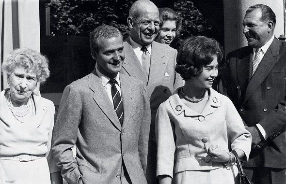 Juan Carlos e Sofia insieme ai genitori e alla regina Vittoria Eugenia